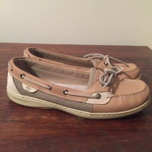 Good condition Sperry Size 11 boat shoe.